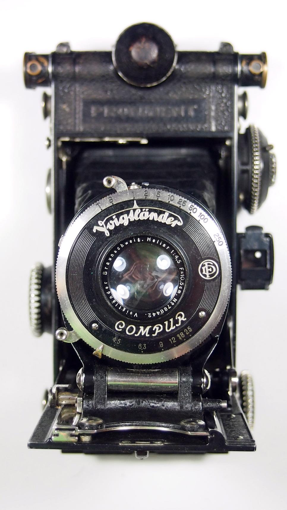 Voigt nder prominent 6 9 folding camera vintage camera for Camera camera camera